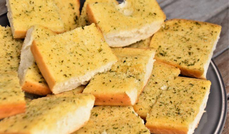 como fazer pão de alho caseiro